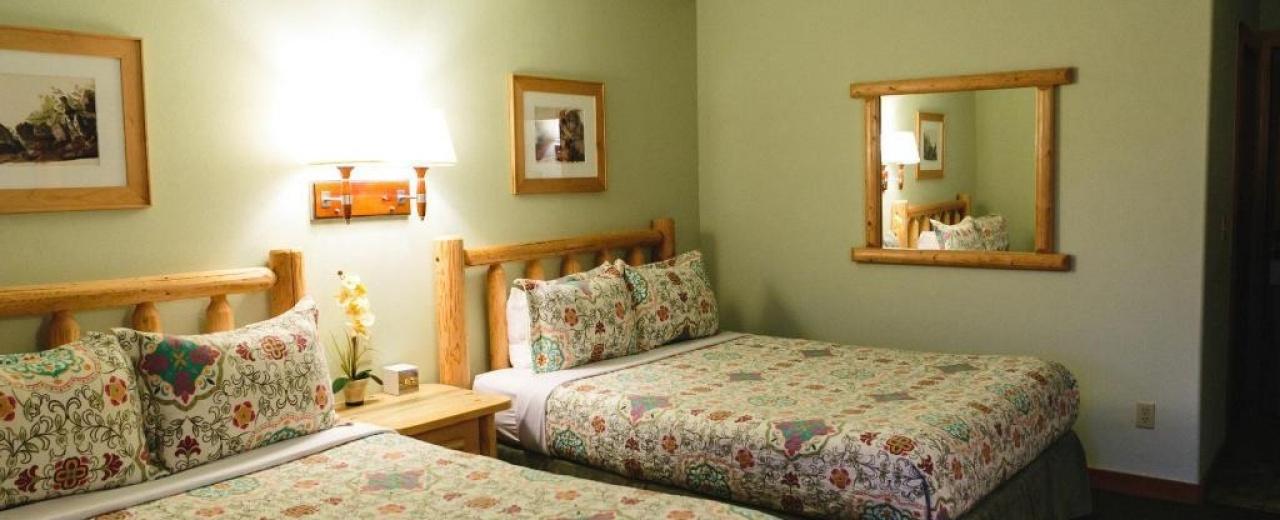 Deluxe 2 queen room Mt Gardner Inn